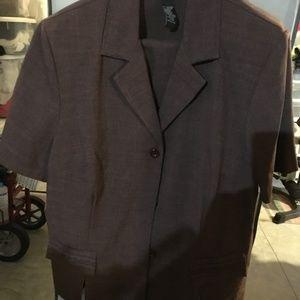 Brown short-sleeved suit